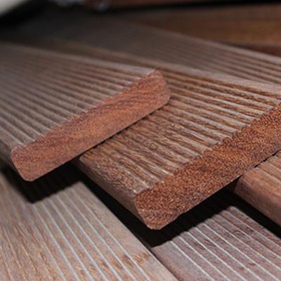 防腐木材也需防中暑