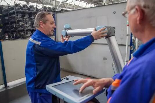 优傲机器人助力福特汽车提升生产效率