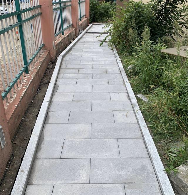 人行小道铺设PC砖