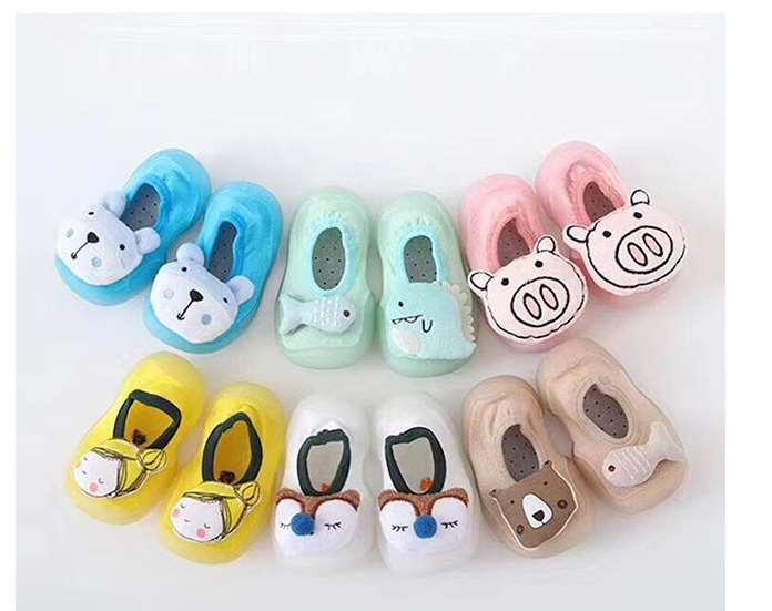 穿儿童袜鞋需要整体协调配色