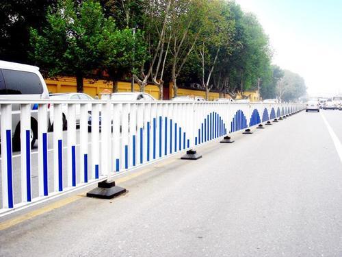 新型道路护栏的特征
