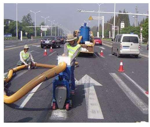 可以这样来进行道路标线清除