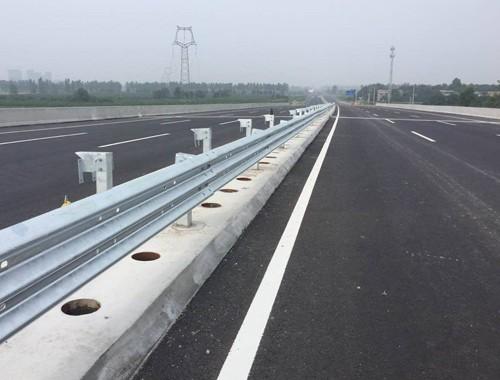 ?高速公路防撞護欄的基本概述