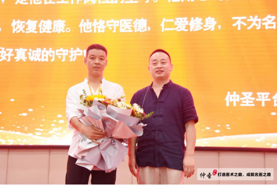 河南范成明医生:原来我是拿刀做手术的,现在我用轻柔无痛的元气针灸为患者!