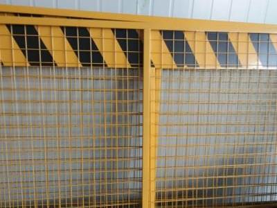 了解下电梯防护门是采用钢板焊接系统