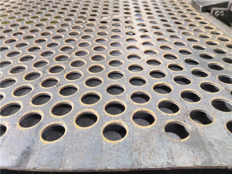 不锈钢筛板在恶劣环境下如何使用?