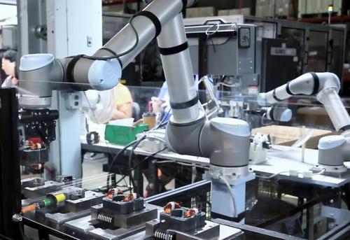 优傲机器人启动程序_优傲机器人清洗系统