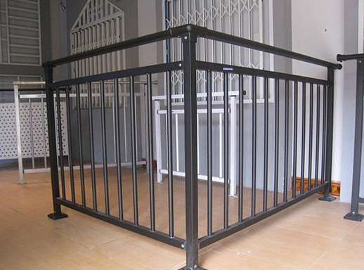 怎样选择阳台围栏的材质