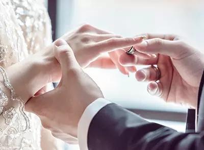 求婚钻戒不仅是单纯的为了佩戴,它的美好寓意也不可忽视