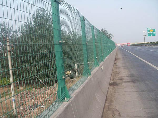 道路护栏网的作用以及常用样式