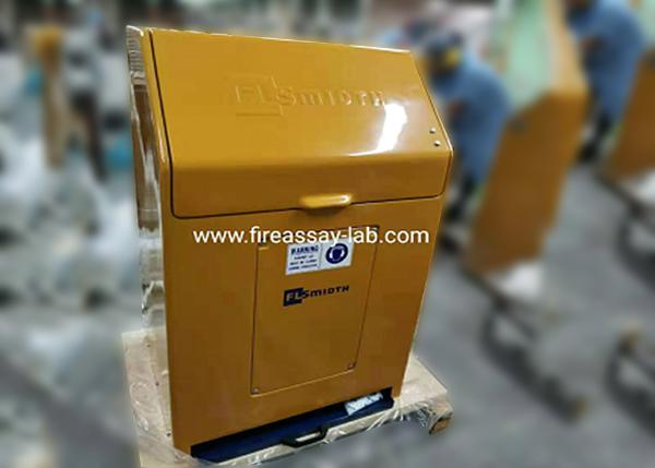 为客户实验室安装ESSA LM2研磨机