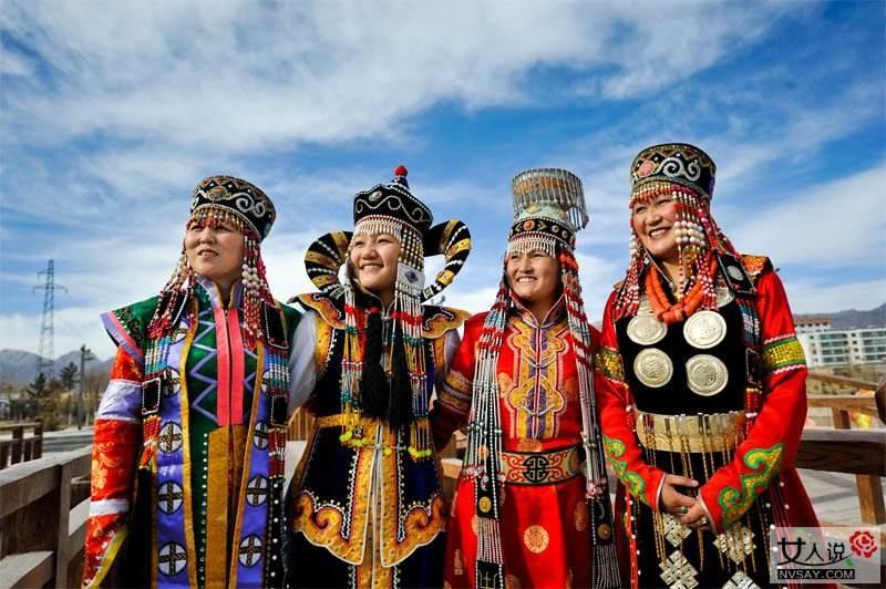 站上国际潮流舞台——蒙古民族服饰