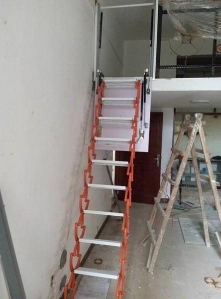 侧装伸缩楼梯