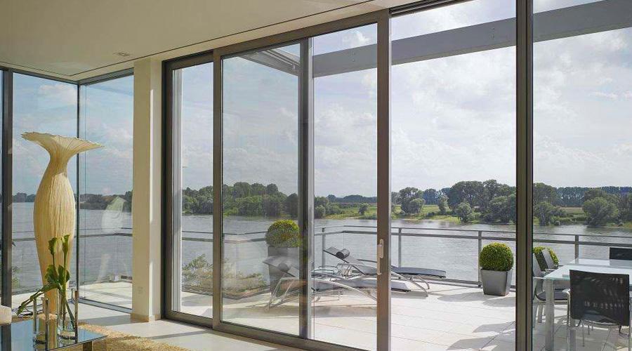 铝合金门窗的清理应当留意哪几个方面
