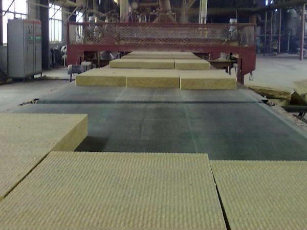 岩棉彩钢板的生产工艺