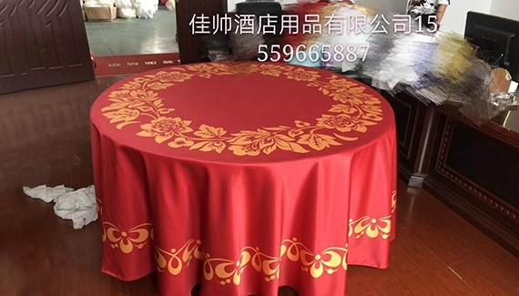 酒店红色高雅餐桌