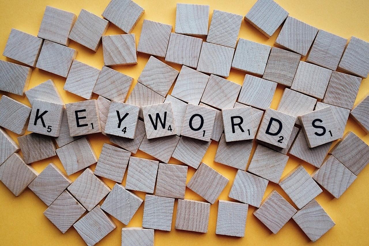 """通过关键词意图分析,避免出现有""""独角兽特征""""的关键词"""