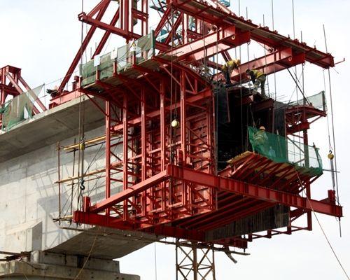 桥梁模板施工中哪些因素会导致钢模板变形