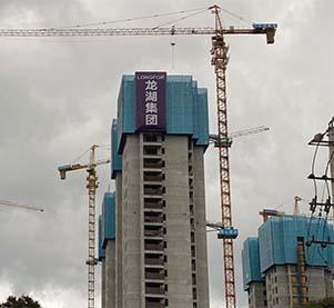福建爬架租赁来与大家分析下爬架对于建设高层楼房的便捷性